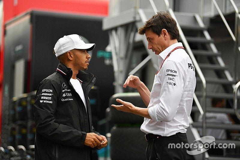 Mercedes consulta Hamilton sobre companheiro para 2020