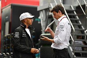 «Мы хотели сражаться именно с Леклером». Хэмилтон и Вольф об ошибке Ferrari в квалификации
