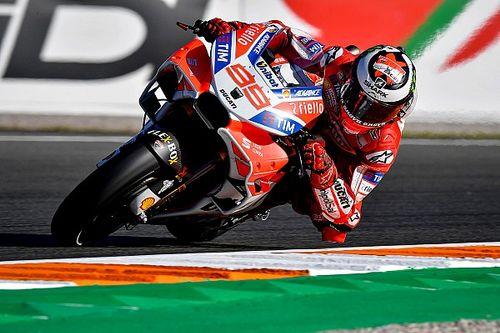Lorenzo pakt eerste plek in tweede training Valencia, crash Marquez