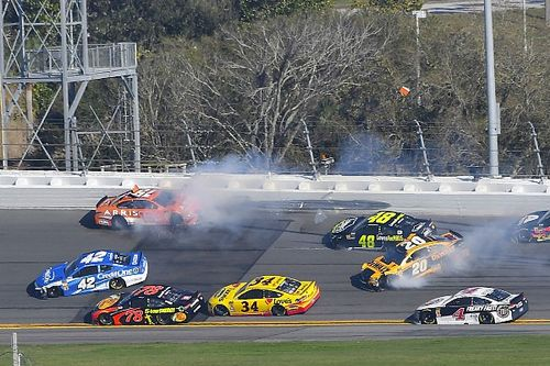 Daytona 500: Wreck ends Stage 1 with Kurt Busch out front