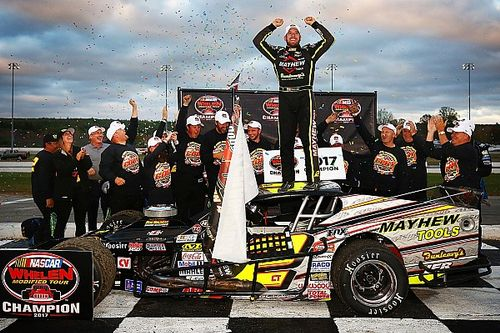 One for the thumb as Coby gets 5th Whelen Modified championship
