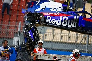 Crash pushes Hartley on brink of engine penalties