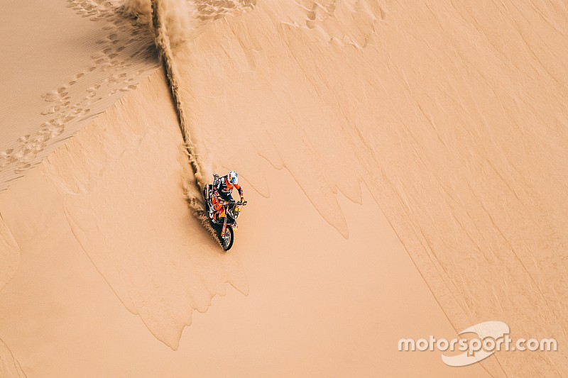 El campeón del Dakar, fuera de carrera