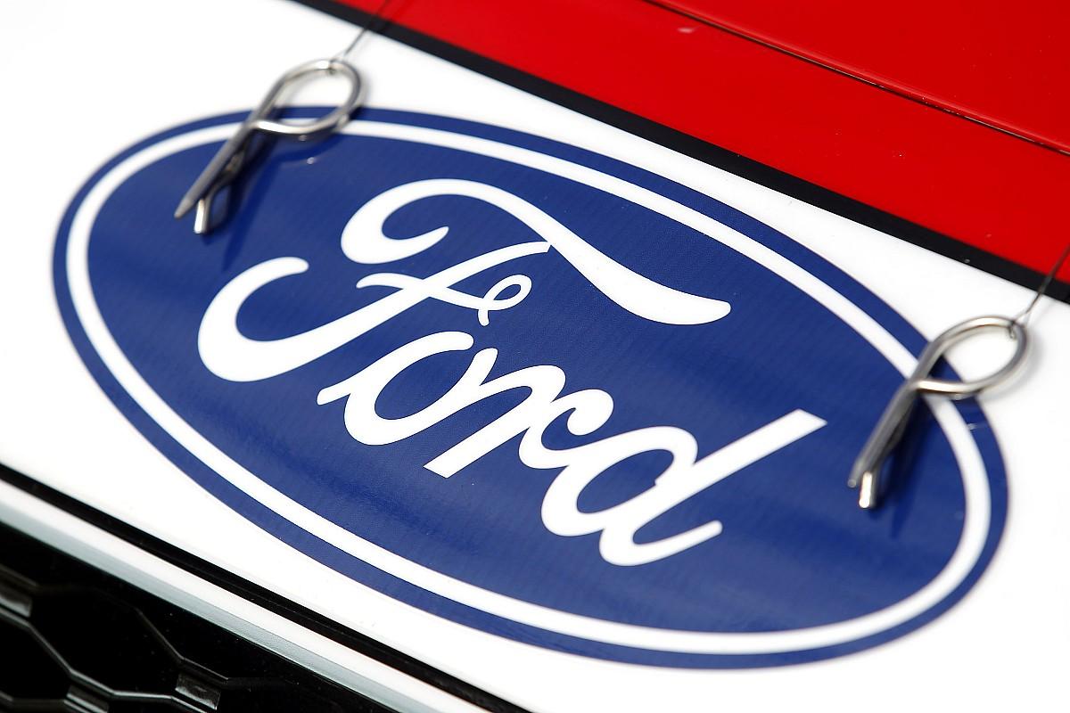 Ford вирішив закрити три заводи в Росії