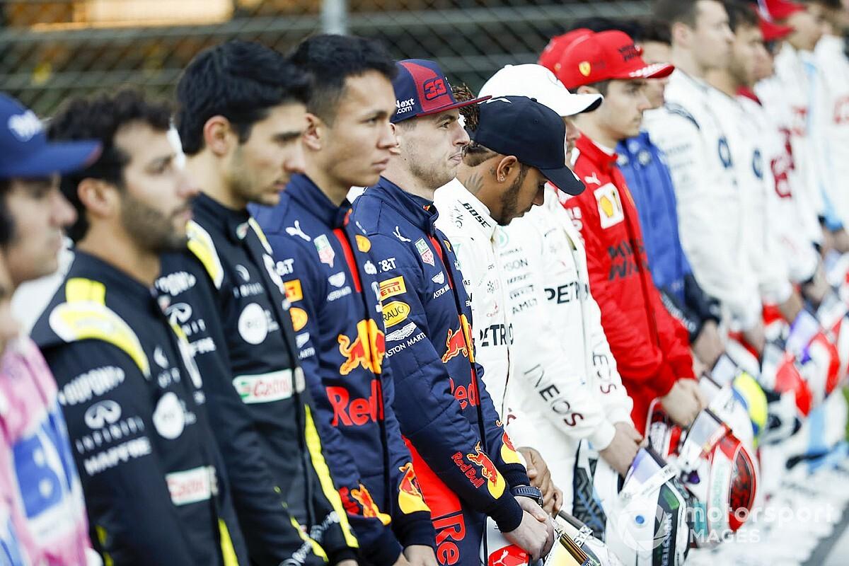 Csoportképen a 2020-as F1-es mezőny