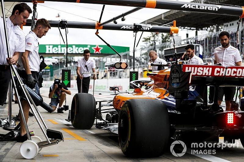 تغيير وحدة الطاقة على سيارة ساينز قبل انطلاق سباق البرازيل