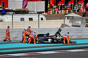 Videón, ahogy Ricciardo motorja látványos módon elszáll