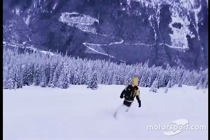 Vídeo: Hamilton, a toda velocidad... esquiando