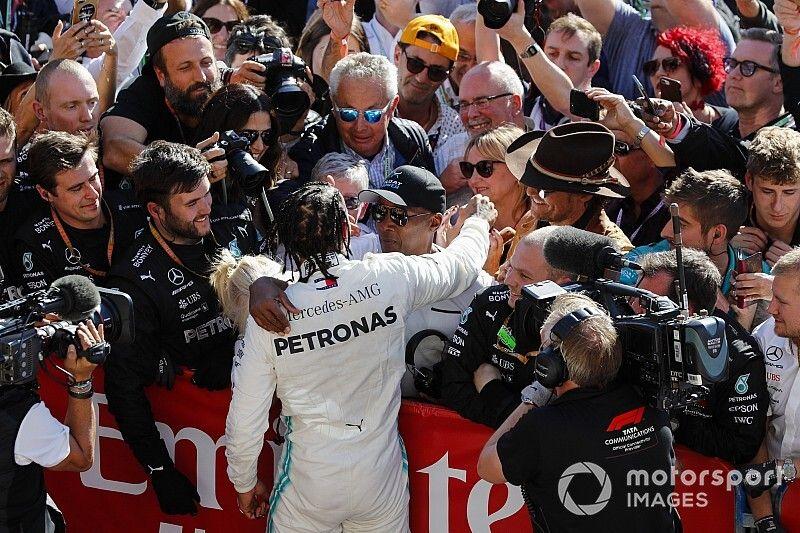 Hamilton sobre su campeonato: Mi papá me dijo que nunca me rindiera