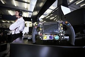 Mercedes confirme des changements sur le volant de Hamilton