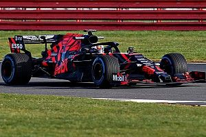 Verstappen, Honda motoruyla ilk sürüşün ardından gülüyor