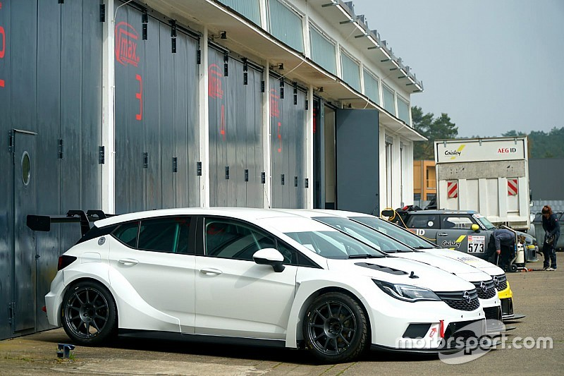 Supercars team owner completes European TCR pre-brief