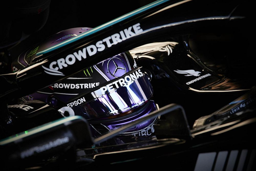 """F1: Hamilton celebra 100ª vitória que """"não tinha certeza se viria ou não"""" e rasga elogios a Norris"""