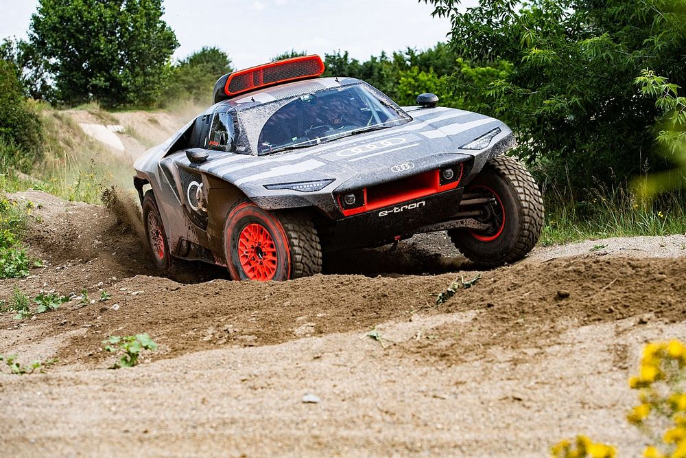 """Sainz: Winning Dakar """"has to be the goal"""" in first year with Audi"""