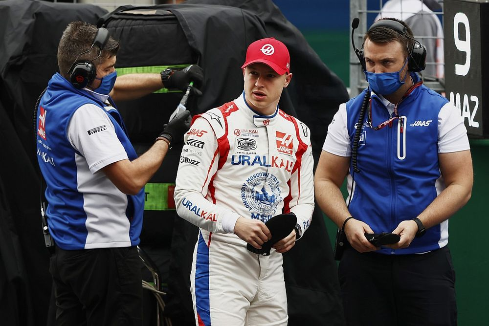 """A """"vakon"""" vezető Mazepin kis híján kiütötte Hamiltont a versenyből"""