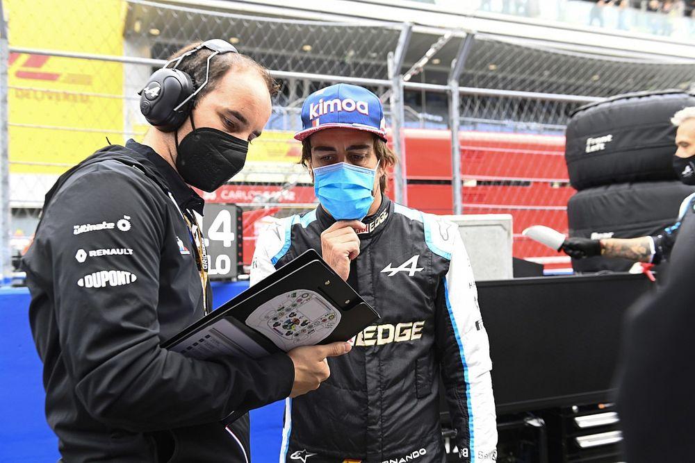 Alonso: Elképesztő, hogy Hamilton minden harmadik versenyét megnyerte