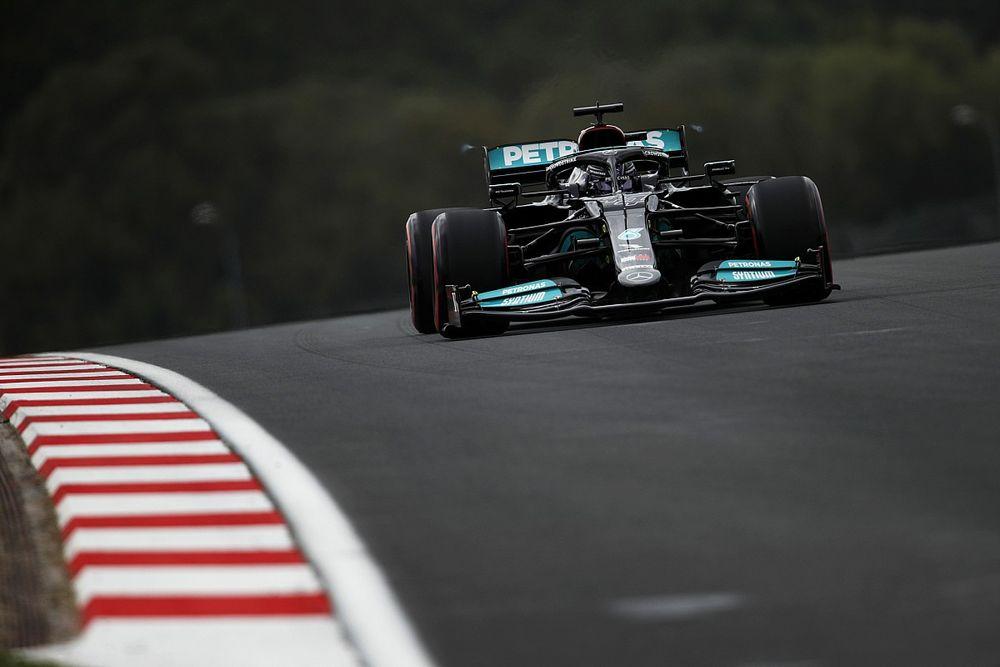 """Hamilton beperkt de schade: """"Maar wordt een lastige inhaalrace"""""""