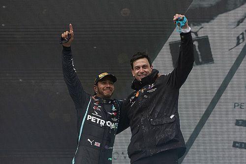 Wolff, Hamilton'ın en az 2 sene daha takımda kalacağını düşünüyor