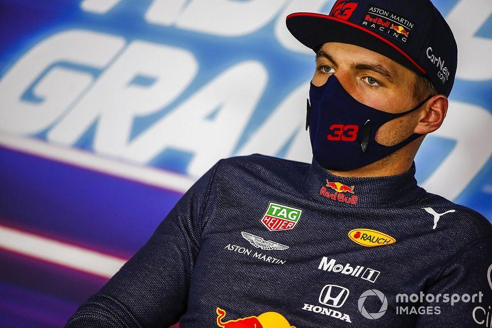 Max Verstappen áll Hamilton egyéves szerződésének hátterében?
