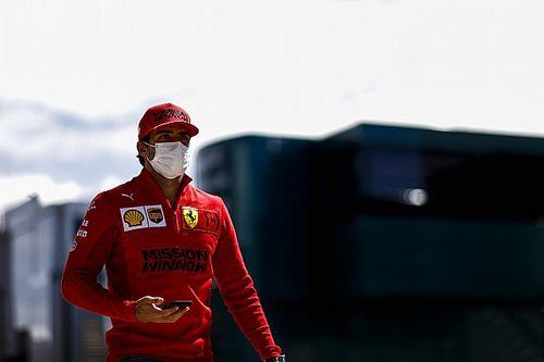 Sainz bebetonozta magát a Ferrarinál? Webber szerint a csapat hosszú távra tervezhet...