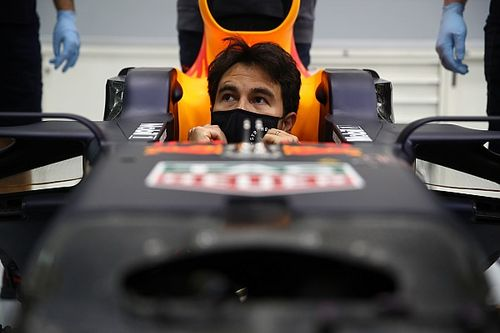 Így mutat Perez a Red Bull szerelésében és autójában! (galéria)