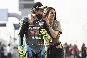 Rossi Bangga Memiliki Kekasih Mantan Grid Girl