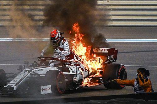 GALERÍA: el auto de Kimi en llamas en Abu Dhabi