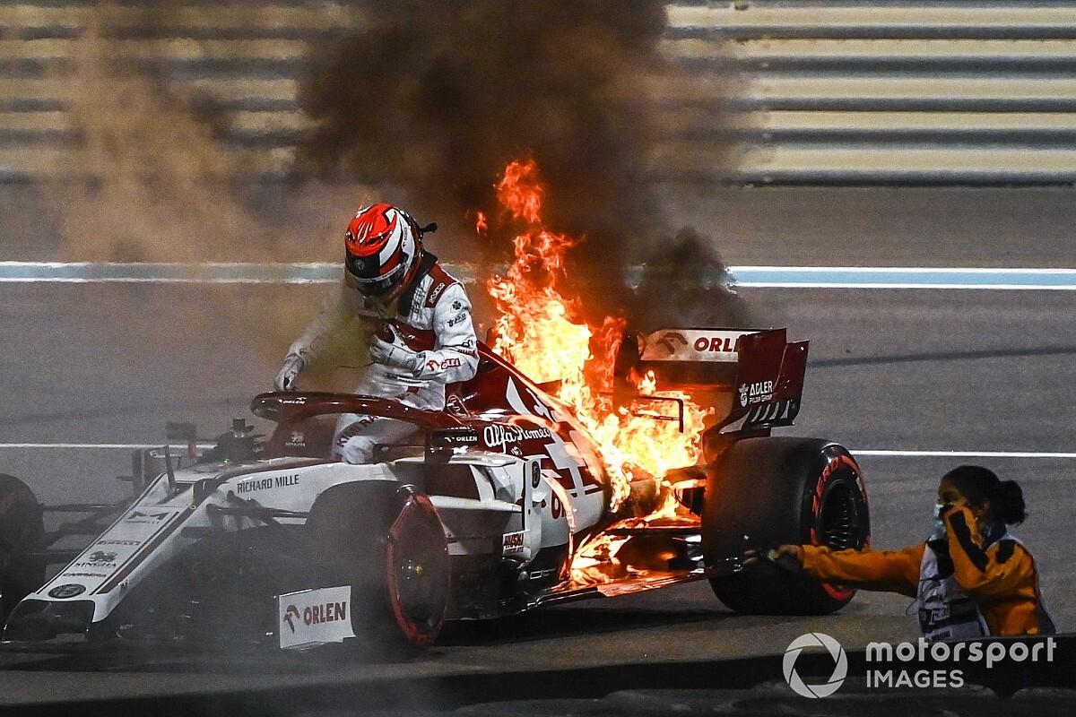 Alfa Romeo: l'incendio di Kimi causato dall'olio sugli scarichi