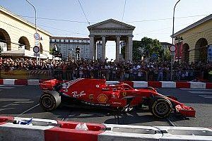 Galería: las calles de Milán se tiñen de rojo Ferrari con los F1