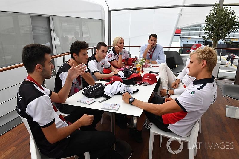 A Sauber a Ferrarira vár, hogy döntsenek Räikkönen/Leclerc kapcsán