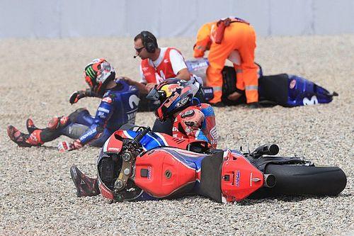 Pilotos acusam Bradl por acidente na primeira volta em Brno