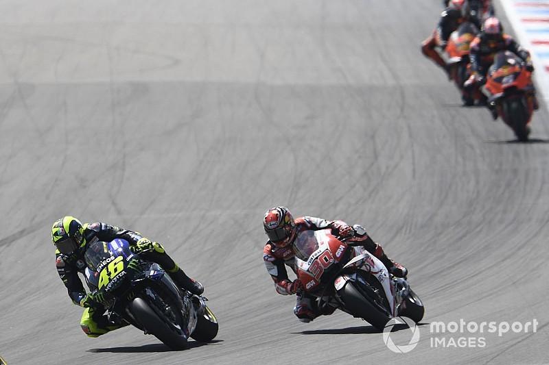 """Nakagami: """"Rossi perdió la rueda delantera y me sacó de la pista"""""""