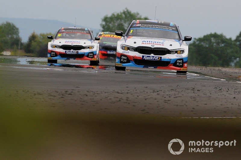 BMW pegged back again for Snetterton BTCC round