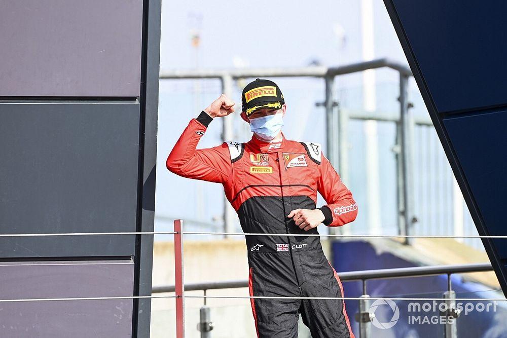 Silverstone F2: Ilott domine ederek kazandı