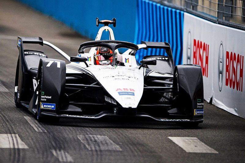 "Susie Wolff nega futuro na F1: ""Um Wolff é o suficiente"""