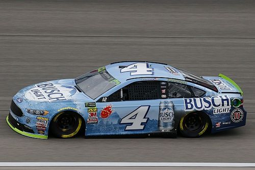 Kevin Harvick beats Blaney and Logano for Stage 2 win