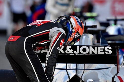 Mobil Grosjean sempat terbakar di lap pertama