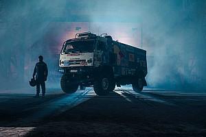 Гоночный КамАЗ и Mazda RX-8 устроили дрифт на заводе в Санкт-Петербурге