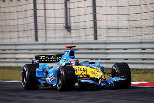 Alonso w historycznym Renault