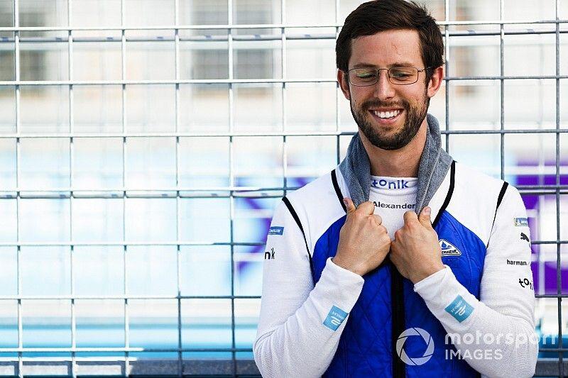 Sims, BMW ile Formula E'de yarışmaya devam edecek