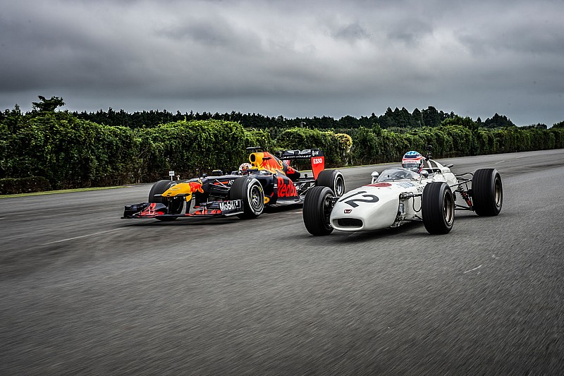 Oválra vitték a Red Bull F1-es versenygépét Japánban: videó