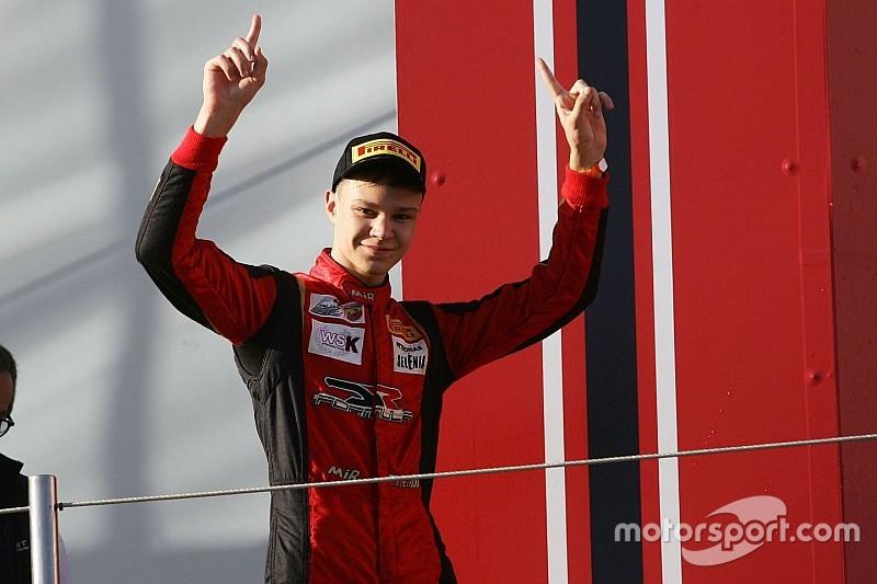 В Евро Ф3 появился третий гонщик из России