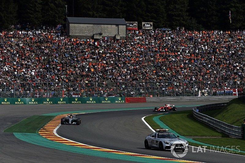 Hamilton cuestionó el ingreso del coche de seguridad