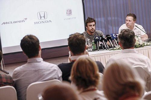 """McLaren-baas Brown: """"Deelname Alonso aan Indy 500 begon als grapje"""""""