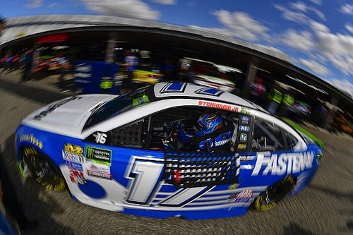 """Stenhouse narrowly escapes playoff elimination: """"I feel lucky"""""""