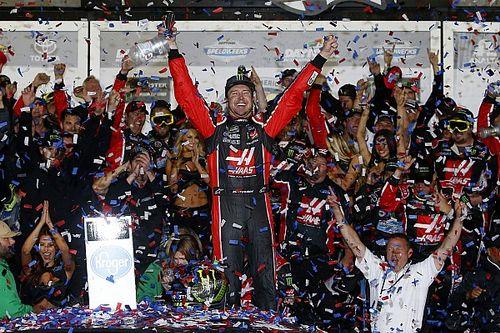 Kurt Busch firma por un año con Stewart-Haas Racing