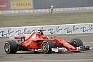 Forma-1 Nagyszerű felvétel, ahogy Raikkönen nyomja az új Ferrarinak (videó)