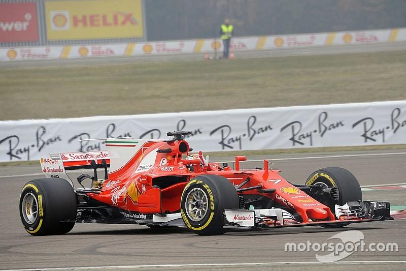 Fotogallery: la Ferrari SF70H in pista a Fiorano