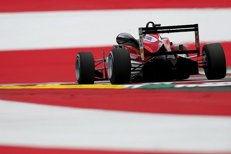 Red Bull Ring F3: Ilott beats Eriksson in opening race