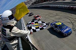 NASCAR Cup Отчет о гонке Джонсон выиграл гонку NASCAR, закончившуюся крупной аварией